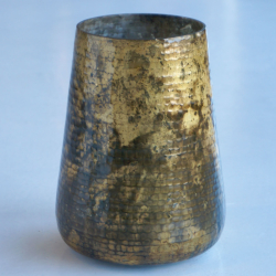 AH009 hammered cut vase shiny goldblack oxidized